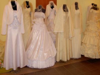 Свадебные платья напрокат в Смоленске. Итак, скоро наступит долгожданный день - ваша свадьба. Разумеется, каждой невесте хочется, чтобы этот день стал для